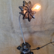 """Pick Me"" Metal Flower Lamp"